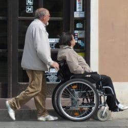 cuidadores y cuidadoras de ancianos