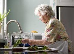 empleados de hogar atendiendo alzheimer