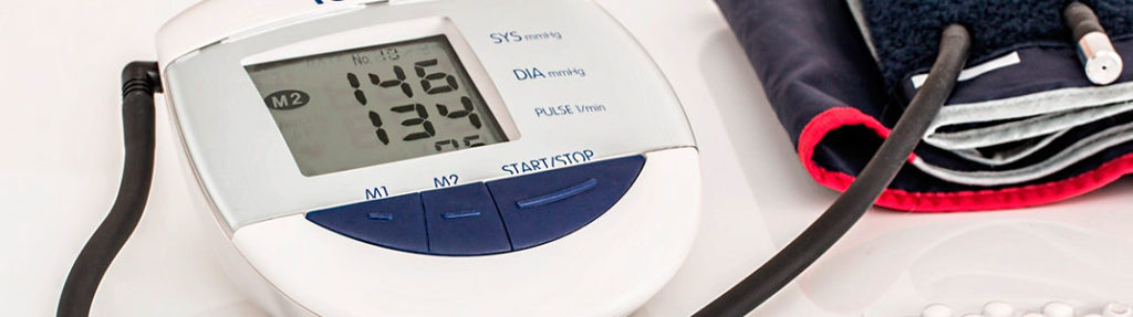 Imagen de tensiómetro digital tras una tma de tensión con un valor de 146 de alta, síntoma de hipertensión.