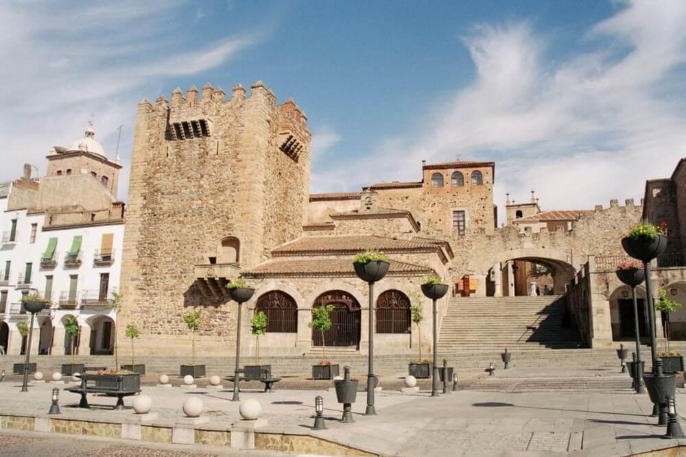 Panorámica de la Plaza Mayor de Cáceres también conocida como plaza de los Arcos.