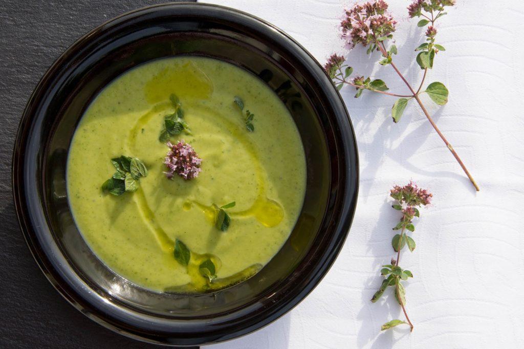Imagen del plato de crema fresca de calabacin