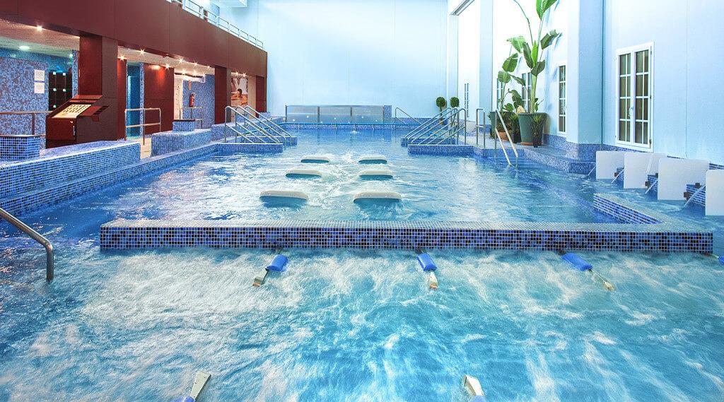 Imagen del Balneario de Cofrentes con su spa y piscina