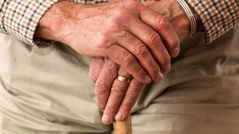 Causas por qué dejan de caminar los ancianos