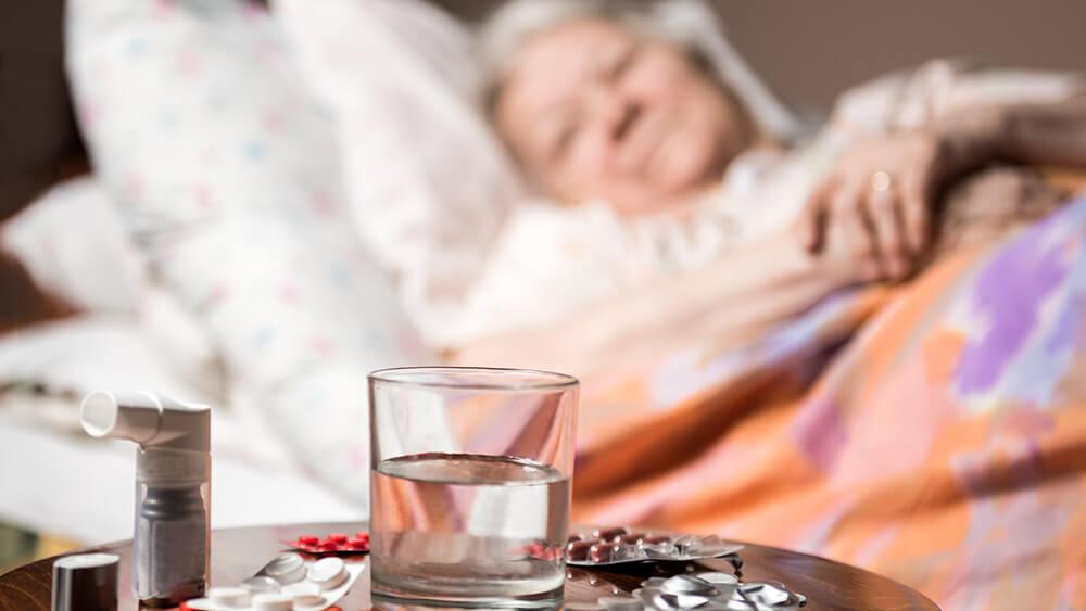 se puede vacunar a un anciano estando resfriado