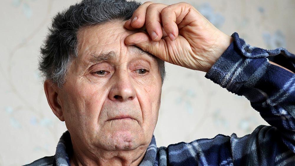 síntomas de la gripe resfriado y covid-19 en ancianos