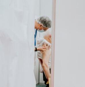 Vacunación de la Covid-19 en personas mayores